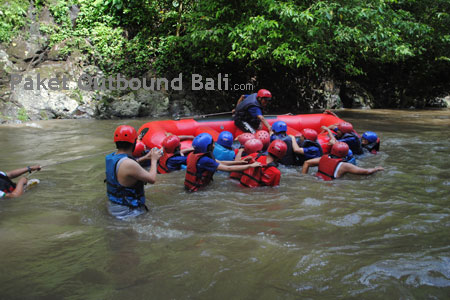Bali Rafting Fun Games Rafting Di Bali Outbound Fun Rafting